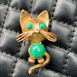 Vintage Gold Faux Jade Jelly Belly KittyCat Brooch